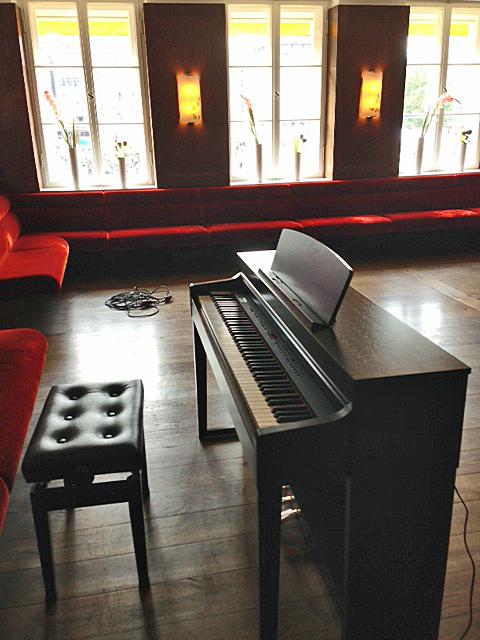 dallmayr cafe bistro m nchen klavierverkauf. Black Bedroom Furniture Sets. Home Design Ideas