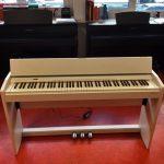 ROLAND: E-Piano F-140R