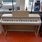 ROLAND: E-Piano RP701